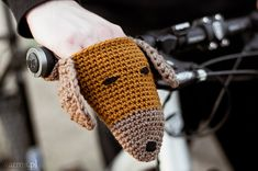 These Bike Dog Handwarmers will make a perfect autumn/fall/winter accessory. They are soft and cozy and they are one of those items that you just