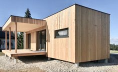 Ausführung Mikrohaus Flachdach 30 m² in Lärche Natur. Hotels, Sweet Home, Shed, Outdoor Structures, Design, Flat Roof, Nature, Homes, House Beautiful