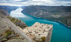 Tourists slammed after using trail to mountain ledgeas public toilet