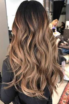 Hair Color 2018 - Brown To Blonde Highlights Balayage ❤️ See light brown hair color variations. Honey Brown Hair, Red Brown Hair, Light Brown Hair, Light Hair, Dark Hair, Brown With Blonde Highlights, Brown To Blonde Ombre, Brown Hair Balayage, Color Highlights