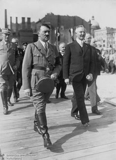 """Hitler with Reichsbank President Hjalmar Schacht (May 5, 1934) As president of the Reichsbank, Hjalmar Schacht (right) played a major role in financing the first phase of the National Socialist """"military economy."""" For example, he developed the """"Mefo bill"""" credit system, which allowed the state to disguise armaments spending under the cover of the so-called Metallurgical Research Society"""