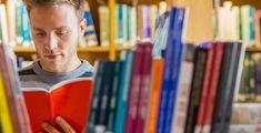 Studiengänge rund ums Buch - Bücher studieren, das geht? Ja, echt – das geht. Und dabei geht es um mehr, als Bücher nur zu lesen. Wir verraten dir, welche coolen Bachelor- und Master-Studiengänge es gibt.