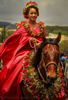 A Gorgeous Pau rider at a Hawaii parade click for more images