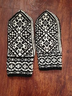 Ravelry: Project Gallery for Andalus Mittens pattern by Heather Desserud