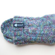 Die tolle Wollsocke mit tollem Muster und frischen Farben... Sock Shoes, Socks, Design, Bags, Fashion, Amazing, Colors, Breien, Patterns