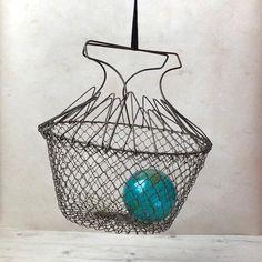 wire egg gathering basket, vintage collapsible folding metal mesh hanging basket, modern farmhouse c Country Kitchen Farmhouse, Country Kitchen Designs, Primitive Kitchen, Farmhouse Chic, Vintage Farmhouse, Vintage Kitchen, Primitive Decor, Glass Floats, Metal Mesh