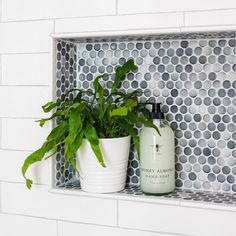 Bathroom Shower Niche Nooks 43 Ideas For 2019 Interior Modern, Midcentury Modern, Bathroom Interior Design, Home Interior, Tile Shower Niche, Subway Tile Showers, Subway Tiles, White Subway Tile Bathroom, Bathroom Colors