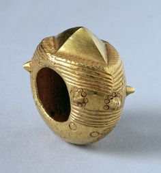 Akan Ring with Star Motif, from Ghana (cast gold) by African School - Bridgeman - Art, Culture, History Ethnic Jewelry, African Jewelry, Jewelry Art, Jewelry Accessories, African Bracelets, Fashion Jewelry, Antique Rings, Antique Gold, Antique Jewelry