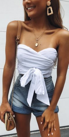 Check out 2019 summer outfits ideas for women to get into the rhythm this year! Be inspired by the latest trends of the season, fashion, styles, looks, fashion Good Woman, Trendy Outfits, Summer Outfits, Fashion Outfits, Womens Fashion, Fashion Trends, Summertime Outfits, Modest Fashion, Fashion Ideas