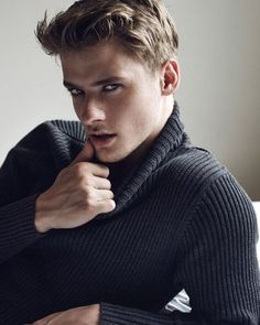 trendy photography poses for guys male models for men Male Model Face, Male Face, Beautiful Men Faces, Gorgeous Men, Blonde Male Models, Short Hair Man, Brazilian Male Model, Poses For Men, Blonde Guys