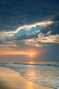 Most Beautiful Beaches, Beautiful Sunset, Beautiful World, Beautiful Places, Amazing Sunsets, Jolie Photo, Beach Scenes, Beach Photos, Myrtle Beach Pictures