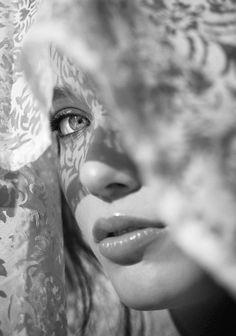 Jeux d'ombre et de lumière - #Femme #Dentelle   Sets of shadow and light - #Woman #Lace