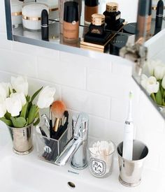 50 Bliliant and Easy Bathroom Organization Ideas - wholiving Home Interior, Interior Design, Diy Home, Home Decor, Simple Bathroom, Master Bathroom, Dyi Bathroom, Bathroom Cabinets, Bathroom Organization