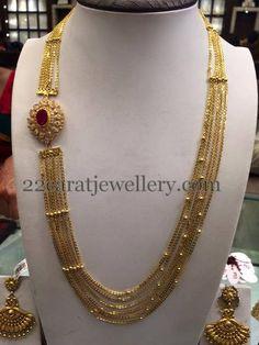 Jewellery Designs: Chandra Haram with Side Motif - Chandraharam Designs, Gold Designs, Blouse Designs, Gold Jewelry Simple, Simple Necklace, Gold Jewellery Design, India Jewelry, Necklace Designs, Fashion Jewelry