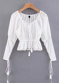 Embroidered Eyelet Crop Blouse in White Teen Fashion Outfits, Look Fashion, Pantalon Costume, Casual Skirt Outfits, Madame, Blouse Styles, Trends, Lace Tops, Ladies Dress Design