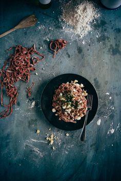 Homemade Spelt Beetroot Pasta (Souvlaki For The Soul) Healthy Vegetarian Diet, Vegetarian Recipes, Savoury Recipes, Healthy Recipes, Food Design, Spelt Pasta, Beetroot, Pasta Recipes, Food Inspiration