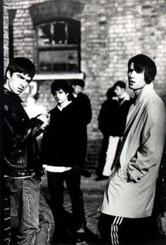 See Oasis pictures, photo shoots, and listen online to the latest music. Liam Gallagher Noel Gallagher, Anais Gallagher, Banda Oasis, Rock Band Photos, Oasis Music, Oasis Band, Liam And Noel, Band Photography, Britpop