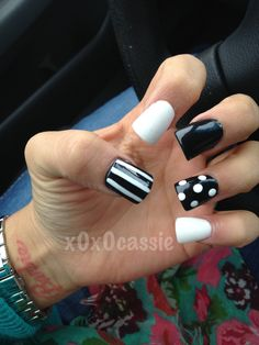 Black and white flare nails
