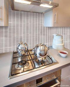 Cucine :: Cucina ad angolo bianca moderna con rivestimento in ...