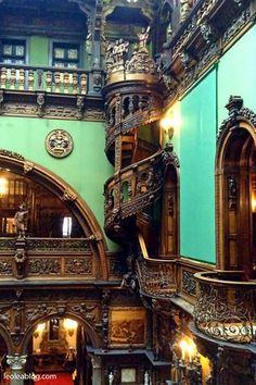 Zamek Peles – Rumunia Peles Castle - Romania --- makes me ecstatic that I'm Romanian! Peles Castle, Amazing Architecture, Palaces, Far Away, All Over The World, Romania, My Dream Home, Castles, House