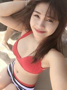 Hot Girl tắm biển
