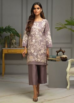 Pakistani Dresses Casual, Casual Dresses, Fashion Dresses, Indian Fashion Trends, Bride Groom Dress, Desi Clothes, 2 Piece Outfits, Blouse Designs, Kurti