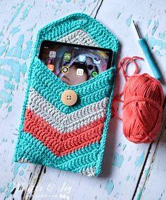 Crocheted Mini ipad Case - this crochet pattern makes a cute chevron look!