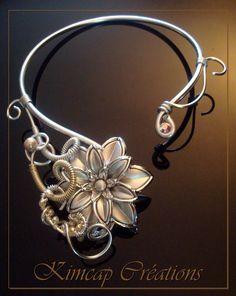 Collier fil aluminium, fleur grise argenté...