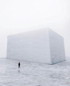 Ранним утром в Осло, у здания Оперного театра / Speleologov.Net - мир кейвинга