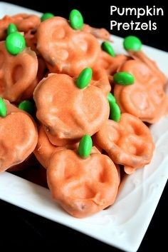 omg, chocolate covered pretzels halloween style! :)