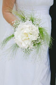 Wow! Love this unique bouquet! // Photo by: http://lesamisphoto.com