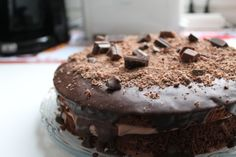 Suklaakakku - Kotikokki.net - reseptit Sweets, Baking, Desserts, Food, Tailgate Desserts, Deserts, Gummi Candy, Candy, Bakken
