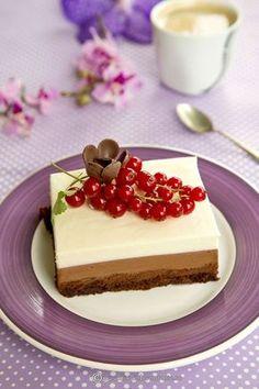 tort-cu-3-straturi-de-ciocolata-00 Summer Desserts, Vegan Desserts, Just Desserts, Cake Recipes, Dessert Recipes, Romanian Food, Vegan Meal Prep, Vegan Thanksgiving, Vegan Kitchen