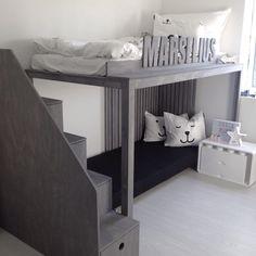 Her bor det en liten heldiggris!! Sengen er designet og produsert av foreldrene 👧🏻👨🏻 @moderne_stil 👏🏻 Bildet er fra #lanseringsfest hos #modernestil #brandbyannhelen #betongbord