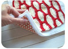 How to 'QUILT' crochet. Tutorial found on this link: www.sewtakeahike.typepad.com/sewtakeahike/my-patterns-and-tutorials.html  Cool idea...