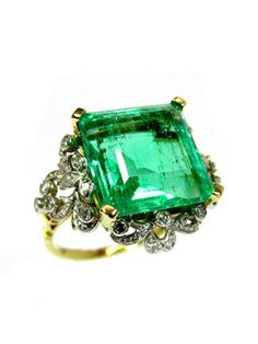 A BELLE EPOQUE EMERALD AND DIAMOND RING CIRCA 1910 WITH A VERY FINE COLOMBIAN EMERALD