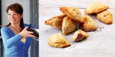 Η Αργυρώ φτιάχνει λουκανικοπιτάκια – τυροπιτάκια – σοκολατοπιτάκια με την ίδια ζύμη! Greek Cooking, Bread And Pastries, Group Meals, Greek Recipes, Bon Appetit, Stuffed Mushrooms, Good Food, Appetizers, Baking