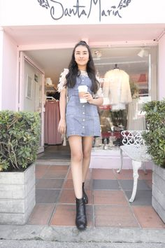 Look Body, Youtubers, Strike A Pose, Beautiful Outfits, Denim Skirt, High Waisted Skirt, Zara, Fashion Outfits, Actors