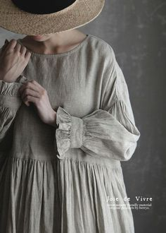 BerryStyle: Joie de Vivre French linen point dyeing vintage gathers dress - Purchase now to accumulate reedemable points! Hijab Fashion, Fashion Dresses, Modest Fashion, Mode Vintage, Linen Dresses, Mode Inspiration, Dress Patterns, Linen Dress Pattern, Designer Dresses