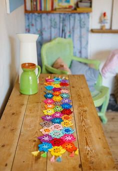 Get some floral inspiration to spruce up your home with this Helda Panagary floral table runner pattern in Inside Crochet issue 93 Mesa Floral, Crochet Table Runner Pattern, Crochet Magazine, Yarn Bombing, Doilies, Table Runners, Free Crochet, Make It Simple, Crochet Patterns
