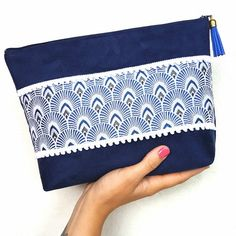 38 ideas for sewing accessories diy zipper pouch Easy Sewing Patterns, Hand Embroidery Patterns, Diy Pouch No Zipper, Diy Bags Purses, Creation Couture, Purple Bags, Fabric Bags, Sewing Accessories, Handmade Bags