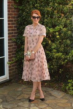 Wedding guest outfit: Vintage 1950s patterned dress