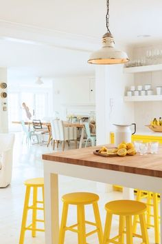 Yellow kitchen will be so much attractive for any home design whether big or small. It gives your room a bright color and more spacious. So, here are some yellow kitchen ideas for designing your kitchen room. Yellow Interior, Home Interior, Interior Design, Interior Ideas, Yellow Home Decor, Bohemian Interior, Kitchen Dining, Kitchen Decor, Kitchen Wood