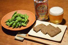 【枝豆とじゃこ天】スーパーで見つけた宇和島のじゃこ天。ひとり旅で宇和島へ行ったことの話から、お互いの旅の話が今宵の肴となりました。キリンラガーも秋缶になりましたね。