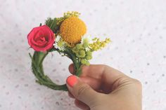 DIY Wednesday: Floral Napkin Rings / Place Cards - Project Wedding Blog
