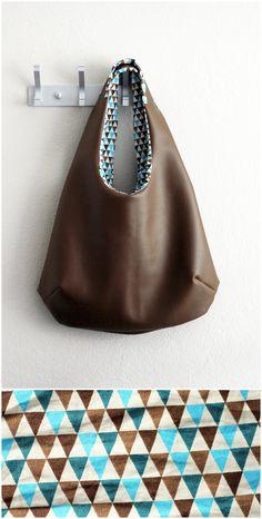 homemade hobo bag free pattern & tutorial found here… Sewing Leather, Leather Bag, Hobo Bag Tutorials, Diy Handmade Bags, Hobo Bag Patterns, Japanese Bag, Sewing To Sell, Bag Pattern Free, Diy Tote Bag