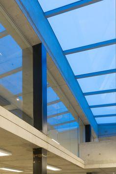 Luc Spits Architecture - COMPANIES : Bureau de recrutement / recruiting office, béton apparent / concrete, baie vitrée / glass, lumière / light, parking / car park, aménagement intérieur / interior design ... | Verrière / roof window, AVC Gemino ...