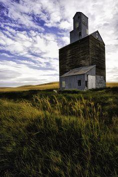 Old grain elevator (Palouse) by Jeff Clow on 500px
