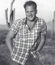 Dec 1945: Jim Dougherty returned home, on leave for several weeks. Norma Jeane showed him the pictures taken in Fall by De Dienes but Jim showed no interest. Just before Christmas, to the great displeasure of Ana Lower and Ethel Dougherty, an unhappy Norma Jeane left with photographer Andre De Dienes (pictured).