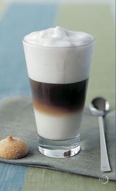 I don't like to drink milk, but i found a way to drink it: latte macchiato.